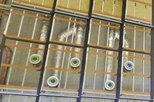 Bild links: Die Tragkonstruktion der Wandplatten besteht aus einer Stahl-Unterkonstruktion, an die die Handwerker eine Trockenbau-Unterkonstruktion aus CW 75-Profilen (vertikal stehend) montierten