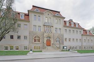 Die sanierte Jugendstilfassade des Stadtbades in Gotha lässt erst mal nicht vermuten, dass das Gebäude um eine moderne Schwimmhalle erweitert wurde