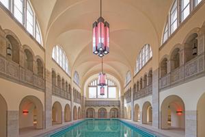 Auch nach Umnutzung des Stadtbades zum Hotel Oderberger nach Plänen des Büros cpm architekten kann man in dem auf die Originallänge von 20m gekürzten Becken wieder schwimmen