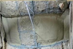 Die Moniereisen der Rabitzdecke wurden entrostet, mit Zink eingesprüht und daran neue Gewindestanden als Abhängung befestigt