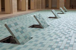 Klappen im Beckenboden des Schwimmbades