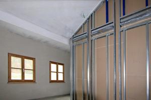 Im Dachgeschoss von Appartement 1 musste zusätzlich eine Dachschräge in zwei unterschiedlichen Neigungen in F 30 bekleidet werden