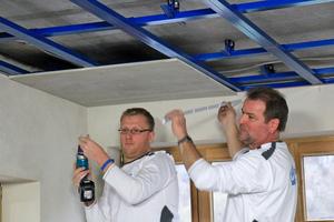 """Die Decken im ersten Obergeschoss bildete das Team der Trockenbau Veicht GmbH mit den zementgebundenen """"Rigips Aquaroc""""-Platten wasserresistent aus"""