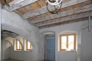 Historische Holzbalkendecke im Appartement 2