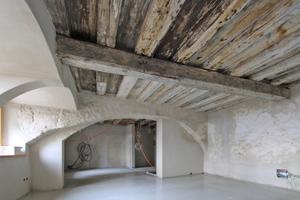 Auch zum Teil vorhandene Gewölbebögen über Fenstern und zwischen den Räumen sollten sichtbar bleiben