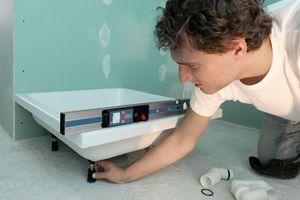 Praktisch: mit einem Neigungssensor ausgestattete Geräte lassen sich zwischendurch auch als digitale Wasserwaage nutzen Foto: Bosch