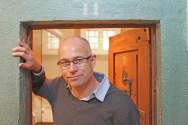 Thomas Wieckhorst, Chefredakteur der bauhandwerk, vor einem Zimmer im ?Hotel Fronfeste? in Amberg (ab Seite 24) Foto: Gerald Stelzer Kontakt: 05241/801040, thomas.wieckhorst@bauverlag.de