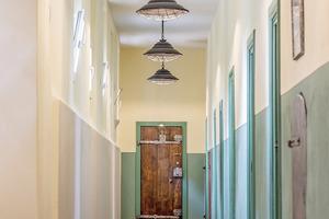 """Flur im Obergeschoss mit Holzfußboden<span class=""""bildnachweis"""">Fotos: Gerald Stelzer</span>"""