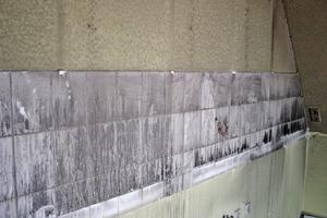 Wassereintrag in die Wand nach einem Brandschaden