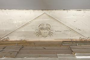 Rechts oben: Nur der Krebs war von den Tierkreiszeichen-Reliefs noch erhalten