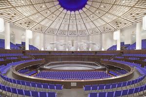 """<irspacing style=""""letter-spacing: -0.005em;"""">Der Kuppelsaal ist Teil der von 1910 bis 1914 erbauten Stadthalle von Hannover. Das Ergebnis der 2016 abgeschlossenen Schwerpunktrenovierung ist eine Symbiose aus den Entwürfen von 1914 (Bonatz / Scholer) und von 1962 (Ernst Zinsser) kombiniert mit zeitgemäßen Akzenten</irspacing>"""