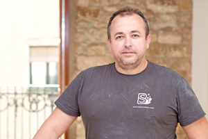 """Francisco Jess Rodríguez (40) ist Geschäftsführer des Handwerksbetriebs """"Blanco Seda Pintura"""" in Barcelona"""