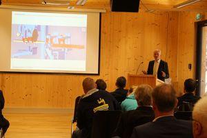 Prof. Dr.-Ing. Ulrich Grimminger von der Hochschule Rosenheim spricht über Aussteiffungssysteme im Holzbau<br />