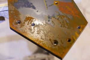 """Schwer zu sagen, ob es sich hierbei um rostiges Metall handelt. In Wirklichkeit ist es Holz, das mit Farbe und Lack meisterlich so perfekt behandelt wurde, dass es wie rostiges Metall aussieht<span class=""""bildnachweis"""">Fotos: Remmers</span>"""
