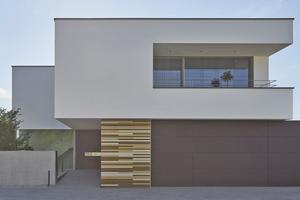 Die außergewöhnlich glatte WDVS-Fassade besticht bei diesem Haus in Rheda-Wiedenbrück durch ihre edle Optik⇥Fotos: Brillux