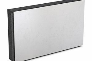 Die Kaschierung aus weißem EPS reflektiert Sonnenstrahlen und verhindert so die Erwärmung der Platten. Das Material bleibt frei von Spannungen