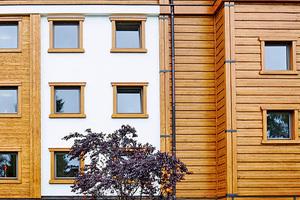 Die charakteristischen Holzelemente sind nach der Renovierung ideal aufeinander abgestimmt. Die warme Optik des Lärchenholzes wirkt traditionell und modern zugleich und fügt sich harmonisch ins Umfeld⇥Foto: Südwest