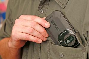 """Einsteigermodelle wie die """"Flir C2"""" sind klein, handlich und passen in jede Hemd-, Hosen oder Manteltasche<span class=""""bildnachweis"""">Foto: Flir</span>"""