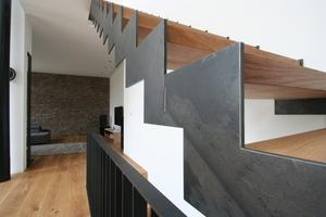 Die Wangen der Treppe wurden mit dem Laser aus dem Schwarzstahl geschnitten<br />