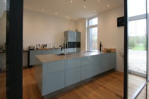 Die Küche war ein Ausstellungsstück; die Arbeitsplatte aus Edelstahl wurde extra angefertigt<br />