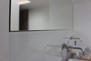 Flächenbündig eingebauter Spiegel<br />