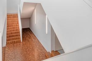 """Auch für die Treppe verwendeten die Schreiner hier das Parkett<span class=""""bildnachweis"""">Foto: Weber</span>"""