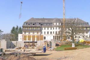 """Der Rohbau des Parlamentssaals entstand aus Betonfertigteilen<span class=""""bildnachweis"""">Foto: Atelier Kempe Thill</span>"""