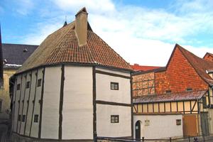 """Im 1346/47 in Quedlinburg errichteten """"Ständerbau"""" befindet sich heute das Fachwerkmuseum<span class=""""bildnachweis"""">Foto: Z Thomas / CC BY-SA 3.0</span>"""