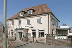 Nach Einstellung des Schienenverkehrs nach Jöllenbeck befand sich im Bahnhof eine Gaststätte