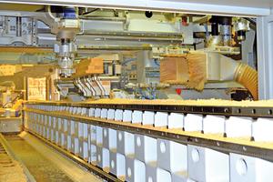 """Blick in die Produktionsanlage der Firma Ost: moderne Fenstereinzelfertigung<span class=""""bildnachweis"""">Foto: Ost Holzfenster-Fertigung</span>"""