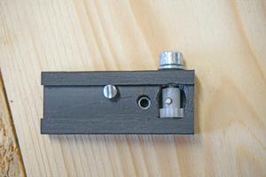 Die Blockierfunktion wurde über einen auf einer Kugelschreiberfeder gelagerten abgesägten Nagel realisiert