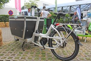 Für das Cargo L von Urban Arrow gibt es ein solides Flightcase mit Zwischenboden und Deckel mit Gasdruckfedern