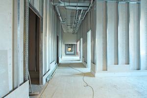 """Oben links: Im neuen """"Gesundheitszentrum Vincentinum"""" wurden mehr als 13000 m<sup>2 Raumtrennwände in Trockenbauweise errichtet</sup>"""