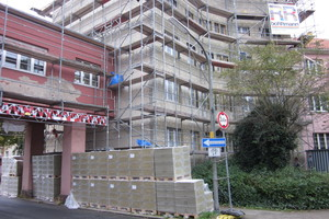 Das Torhaus zu Beginn der Bauarbeiten