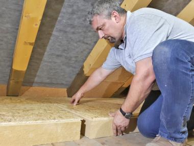 In Kombination mit einer OSB-Platte ist der Boden nach dem Verlegen sofort belast- und begehbar