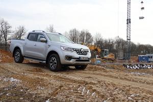 """Mit Allrad, Geländeuntersetzung und viel Drehmoment macht der Renault """"Alaskan"""" auch im Gelände eine gute Figur. Foto: Olaf Meier"""