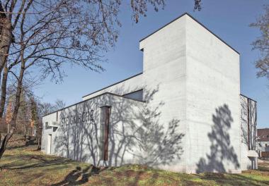 Die sanierte Sichtbeton-Fassade der Steigkirche