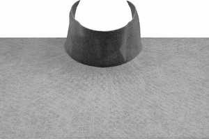 In Kombination mit frisch in frisch verarbeitetem Flüssigkunststoff legen sich Vliesmanschetten wie eine zweite Haut um Rohrdurchführungen