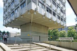 Aufgrund der Hängekonstruktion der Punkthochhäuser bleiben ab Geländeoberkante 10 m frei