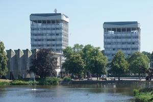 Die beiden zwischen 1960 und 1967 realisierten Punkthochhäuser des Rathauses in Marl