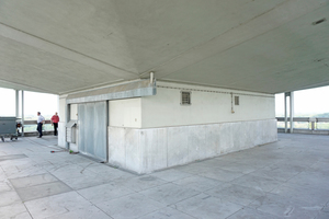 Unter dem Pilzdach, an dem die Hängekonstruktion befestigt ist   Text + Fotos: Thomas Wieckhorst