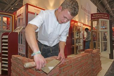 Handwerk wird auf der Messe denkmal Anfang November in Leipzig gezeigt, wie hier auf dem Stand der Firma Kramp & Kramp aus Lemgo Foto: Thomas Wieckhorst