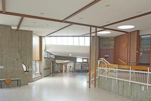 Blick ins Foyer der sanierte Scharoun-Schule in Marl