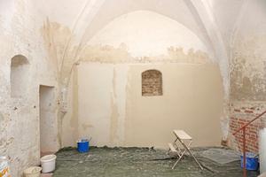 Putzoberfläche im gleichen Gebäude mit Armierung und Kalkspachtelung