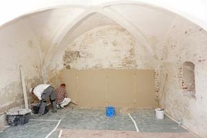 Raum in Burg Trausnitz mit frisch aufgetragenem Hochleistungsdämmputz