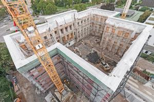 Sicherung der historischen Fassade während der Sanierung