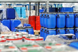Eine sachgemäße Lagerung von umweltgefährdenden Stoffen kann Umweltschäden vorbeugenQuelle: ClipDealer
