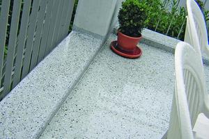 Nutzschicht: Eine hohe Oberflächenqualität wird mit speziellen Zuschlägen wie zum Beispiel Farbchips erzielt