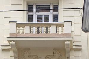 Der Gebäudekomplex in der Wiener Widerhofergasse stammt aus der Gründerzeit. Davon zeugt die üppig dekorierte Fassade, die im Zuge einer Renovierung ein frisches Aussehen erhalten sollte Fotos: Triflex