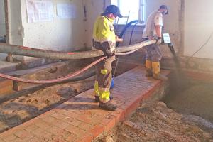 """Das historische Tonnengewölbe wurde mit rund 20 m<sup>3</sup> einer zementgebundenen Liapor-Schüttung aufgefüllt <span class=""""bildnachweis"""">Fotos: Wurzelbacher Bauunternehmen</span>"""